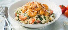 Smeuïge risotto rijst met spinazie en licht pittige gebakken garnalen