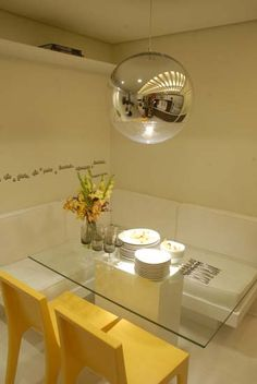 De tudo um pouco!: DPA - Mesa estilo canto alemão e com tampo de vidro!