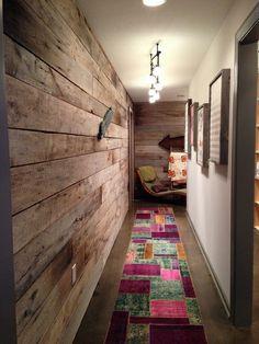 kleinen flur  gestalten - Schaffen Sie eine gemütliche Atmosphäre im Zimmer – Holzwand Ideen
