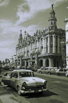 Gran Teatro de La Habana Cuba Today, Cuban Cars, Places To Travel, Places To Go, Going To Cuba, Havana Club, Colonial Architecture, Cuba Travel, Beauty Photography