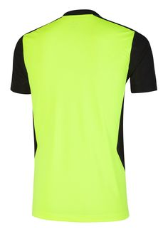 camisas de treino têm gola V e surgem em três cores: branco com preto e detalhes neon, amarelo neon com preto e cinza com preto.