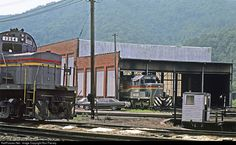 RailPictures.Net Photo: LN 8035 Louisville & Nashville EMD SD40-2 at Loyall, Kentucky by Ron Flanary