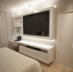 Here are 8 ways to maximize the space in a small bedroom. Home Design Decor, Home Room Design, Home Office Design, Bedroom Tv Wall, Home Decor Bedroom, Room Decor, Small Apartment Living, Small Apartments, Best Living Room Design