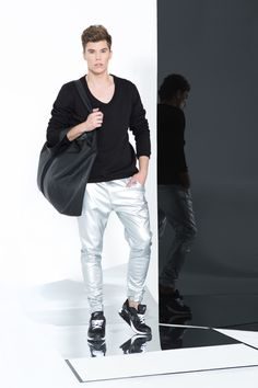 EGO look 1 Fashion Models, Men's Fashion, Tight Leather Pants, Moda Casual, Bambam, Leather Fashion, Neck T Shirt, Hot Guys, Tights