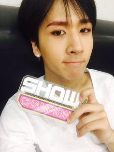 VIXX Ravi Twitter selca Show Champion 160504