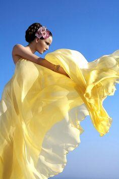 walkingthruafog:  That yellow dress