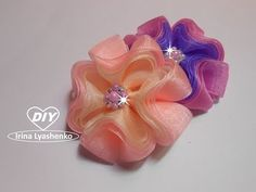 3D бантик из органзы МК/DIY 3D ribbon bow/PAP Laço de fita 3D#185 - YouTube Ribbon Art, Diy Ribbon, Fabric Ribbon, Ribbon Crafts, Ribbon Bows, Hair Bow Tutorial, Flower Tutorial, Fabric Flower Brooch, Fabric Flowers
