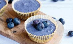 Oh, vegan blueberry mini-cheesecakes. Will try out soon!