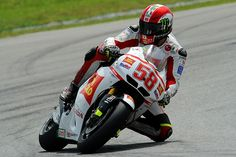 Marco Simoncelli, San Carlo Honda Gresini in Moto GP Malaysia 2011 by Thananuwat Srirasant, via Flickr