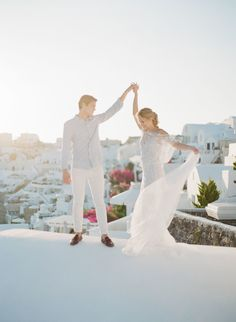 Photography : KT Merry Read More on SMP: http://www.stylemepretty.com/2016/03/29/these-photos-will-convince-you-to-elope-in-santorini-asap/