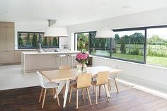 SANTOS kitchen | Cocina con isla abierta al comedor. Diseño Line-E en color Capuccino. Proyecto del distribuidor de Santos en Reino Unido, Kelvin&Co. www.kelvinandco.com #cocinassantos