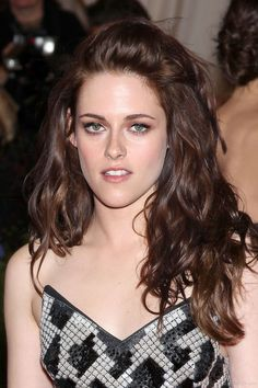 Kristen Stewart wavy medium length hair