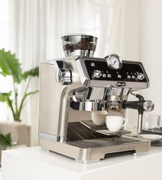 Coffee Maker, Kitchen Appliances, Instagram, Water Tank, Coffee Making Machine, Modern Houses, Coffee Maker Machine, Diy Kitchen Appliances, Coffee Percolator