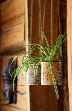 подвесные кашпо из жестяных банок