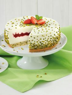 Torte mit Quark-Mascarponecreme und Erdbeeren