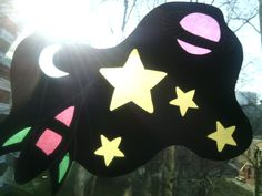 Fensterbild aus Pappe und Transparenzpapier, Sterne, Mond, Planet, Rakete, das Universum Origami Rocket, Kindergarten, Cardboard Paper, Universe, Moon, Sterne, Preschool, Kindergartens, Day Care