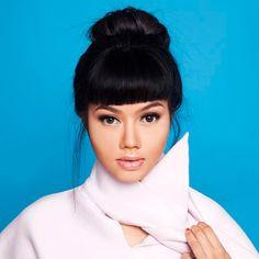 Music in Asia Jakarta: Yura Yunita: cantora e compositora com influências de jazz, blues e groove Worship, Jazz, Blues, Asia, Celebrities, Singers, Celebs, Jazz Music, Celebrity