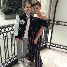 millie bobby brown looks fashionista 1 Stranger Things Fotos, Cast Stranger Things, Stranger Things Netflix, Millie Bobby Brown, Prince Charmant, Photo Star, Joe Keery, Brown Outfit, Actrices Hollywood