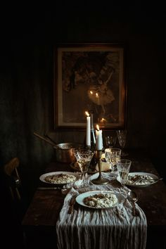 Champagne, Shallot & Truffle Risotto for a Festive Dinner - Modern Cottage Chic, Dark Food Photography, Diy Weihnachten, Deco Table, Dinner Table, Truffles, Tablescapes, Interior And Exterior, Champagne