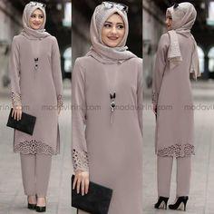 Image may contain: 3 people, people standing and text Muslim Women Fashion, Arab Fashion, Islamic Fashion, Modest Fashion, Hijab Outfit, Hijab Style Dress, Abaya Mode, Mode Hijab, Hijab Mode Inspiration