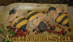 Primitive Bumble Bee Ornies Bowl Filler Tuck Doll by northwindstar Americana Crafts, Primitive Crafts, Country Critters, Needle Felting Tutorials, Preschool Projects, Bee Crafts, Bowl Fillers, Crafts To Make And Sell, Bee Happy