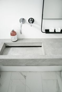 Concrete bathroom counter and metal framed mirror Minimalism Concrete Basin, Concrete Bathroom, Bathroom Basin, Concrete Counter, Basement Bathroom, Contemporary Bathroom Sinks, Modern Bathroom Design, Bathroom Interior Design, Wall Faucet