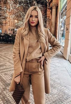 Nude Outfits, Winter Fashion Outfits, Fall Winter Outfits, Classy Outfits, Look Fashion, Chic Outfits, Autumn Fashion, Winter Dresses, Work Outfits