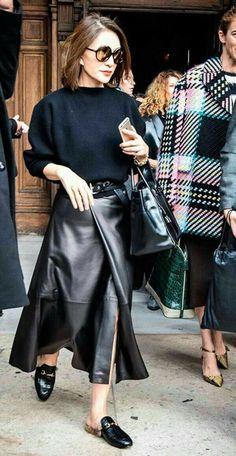 #black #negro #outfit #leather #cuero #loafers #mocasines #falda #skirt #moda #fashion