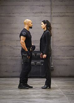 S.W.A.T - Episode - Ghosts - Promo, Promotional Photos Press Release Kim Basinger Now, Shemar Moore Shirtless, Sherman Moore, Swat Police, Tv Series 2017, Criminal Minds Cast, How To Look Handsome, Handsome Man, Movie Couples