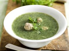Chervil soup is a classic, but the soup tastes so good and looks exceptionally refined if it is prepared without the intervention of a mixer. A clear broth packed with chunks of vegetables and leaf… 90s Food, Belgium Food, Soup Recipes, Healthy Recipes, Healthy Foods, Deli Food, Good Food, Yummy Food, Diets