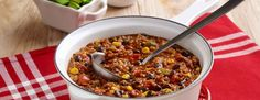 Turkey and quinoa chili with the addition of black beans, bell pepper, tomatoes and corn for a hearty recipe to top with avocado and cheese Hunts Tomato Sauce Recipe, Sauce Recipes, Cooking Recipes, Ground Turkey Chili, Hearty Recipe, Quinoa Chili, Avocado, Soup, Stuffed Peppers