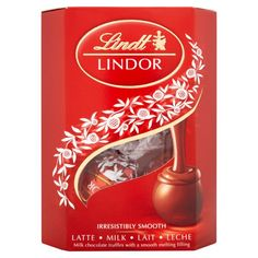 Lindt LINDOR Milk Chocolate Truffles, Ounce Do you dream in chocolate? Then discover Lindor Truffles and enjoy a moment that is yours. When you break Chocolate Truffle Cake, Lindt Chocolate, Chocolate Shells, Chocolate Dreams, Chocolate Shop, Chocolate Truffles, White Chocolate, Chocolate Bars, Chocolate Covered
