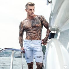 Must Know Fashion Tips And Tricks – Designer Fashion Tips Male Models Tattoo, Streetwear Online Store, Johnny Edlind, Sexy Tattooed Men, Urban Fashion, Mens Fashion, White Denim Shorts, Casual Shorts, Boy Tattoos