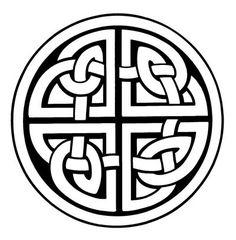 Existem poucas informações à respeito dos nós e de sua exata simbologia de acordo com cada tipo de dobradura. Mas o que pode concluir a partir do que se tem é que os celtas exprimiam com este tipo de desenho a idéia de que tudo está ligado, amarrado e de forma simbiótica, a evolução de todos se dá de forma conjunta. É um símbolo da igualdade de essências e da interconexão de toda a vida (como vindo de uma coisa só).