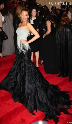 Blake Lively in Gucci. this dress is too fabulous