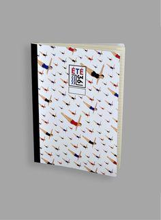 Cahier dos toilé Eté 36 : malgré la date, tardive, malgré l'allusion aux congés payés, un brin populaires, ce motif élitiste du plongeur surfe sur la vague Art déco des bassins olympiques parisiens… :)