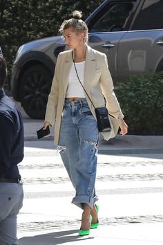 27 OF The Best Hailey Bieber Outfits (Hailey Baldwin Style) Estilo Hailey Baldwin, Hailey Baldwin Style, Haley Baldwin, Look Fashion, Denim Fashion, Fashion Outfits, Fashion Trends, Look Boho, Look Chic