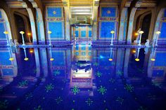 The spectacular azure indoor pool at Hearst Castle (Roman Pool). This is the most awesome swimming pool I have ever seen, and certainly the most beautiful pool bottom around. Amazing Places On Earth, Oh The Places You'll Go, Places To Travel, Beautiful Places, Roman Pool, Cool Swimming Pools, Pool Picture, Blue Pool, Indoor Swimming Pools