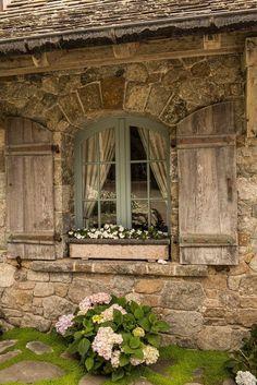 Pedras ornamentais, janelas em arco