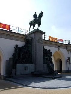 """Monument :Ostend Leopold II Locally known under the Ostendenoars as """"De drie gapers"""";)"""