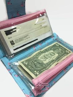 Money Envelope System - Zippered Pockets, Dave Ramsey Cash Envelope System - Money System - Budget Envelopes - Credit Card Holder - Finance tips, saving money, budgeting planner Budget Envelopes, Money Envelopes, Saving Ideas, Money Saving Tips, Tips To Save Money, Managing Money, Plastik Recycling, Money Envelope System, Dave Ramsey Envelope System
