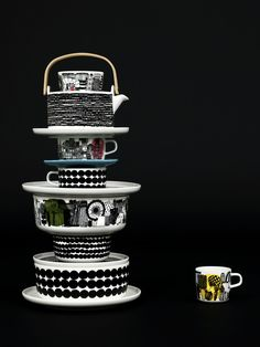 Beautiful dark image with a tower of Marimekko tableware www.nl for Marimekko servies / tableware Swedish Design, Home And Deco, Decoration Table, Wooden Handles, Scandinavian Design, Scandinavian Kitchen, Dinnerware, Home Accessories, Coffee Cups