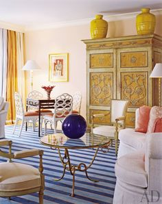 A Palm Beach, Florida, living room in coral, blue, and white