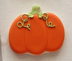 Decorated Pumpkin Cookies http://www.sweetsugarbelle.com/2013/11/decorated-pumpkin-cookies/