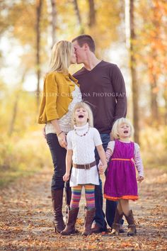 TORY -Does expanding our pallette these jewel tones make it any easier to find something to wear? Fall Family Portraits, Fall Family Pictures, Family Pics, Fall Photos, Photography Outfits, Clothing Photography, Love Photography, Sister Pics, Sister Pictures