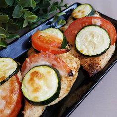 Colorful chicken. Chicken with tomato zucchini and cheese. More  about on my instagram.   Színes cukkini. Elkészítés és további infó az instagram oldalamon. Avocado Egg, Photo And Video, Instagram, Breakfast, Food, Eten, Meals, Avocado Egg Boats