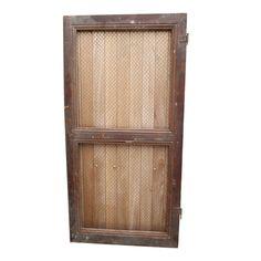 Porte en bois grillagée : Location de décoration vintage