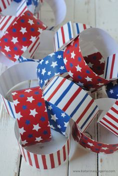 Free Printable: Fourth of July or Memorial Day, Paper Chain Decoration 4th Of July Cake, 4th Of July Celebration, 4th Of July Party, Fourth Of July Crafts For Kids, Fourth Of July Food, July 4th, Paper Chains, Patriotic Party, Independence Day