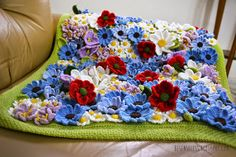 A flowery meadow covered with daisies, crocuses, poppies and bluebells. A crochet baby blanket in soft wool - besenseless.blogspot.com