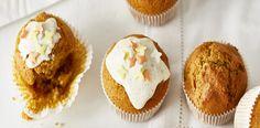 Předehřejte troubu na 180 °C a plech na muffiny vyložte papírovými košíčky. Dýni rozmixujte v mixéru, přidejte cukr a vejce. Lehce osolte, přisypte...
